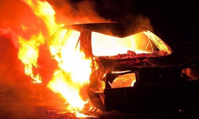 Αγρίνιο: Παρανάλωμα του πυρός αυτοκίνητο και δύο δίκυκλα- πιθανός εμπρησμός