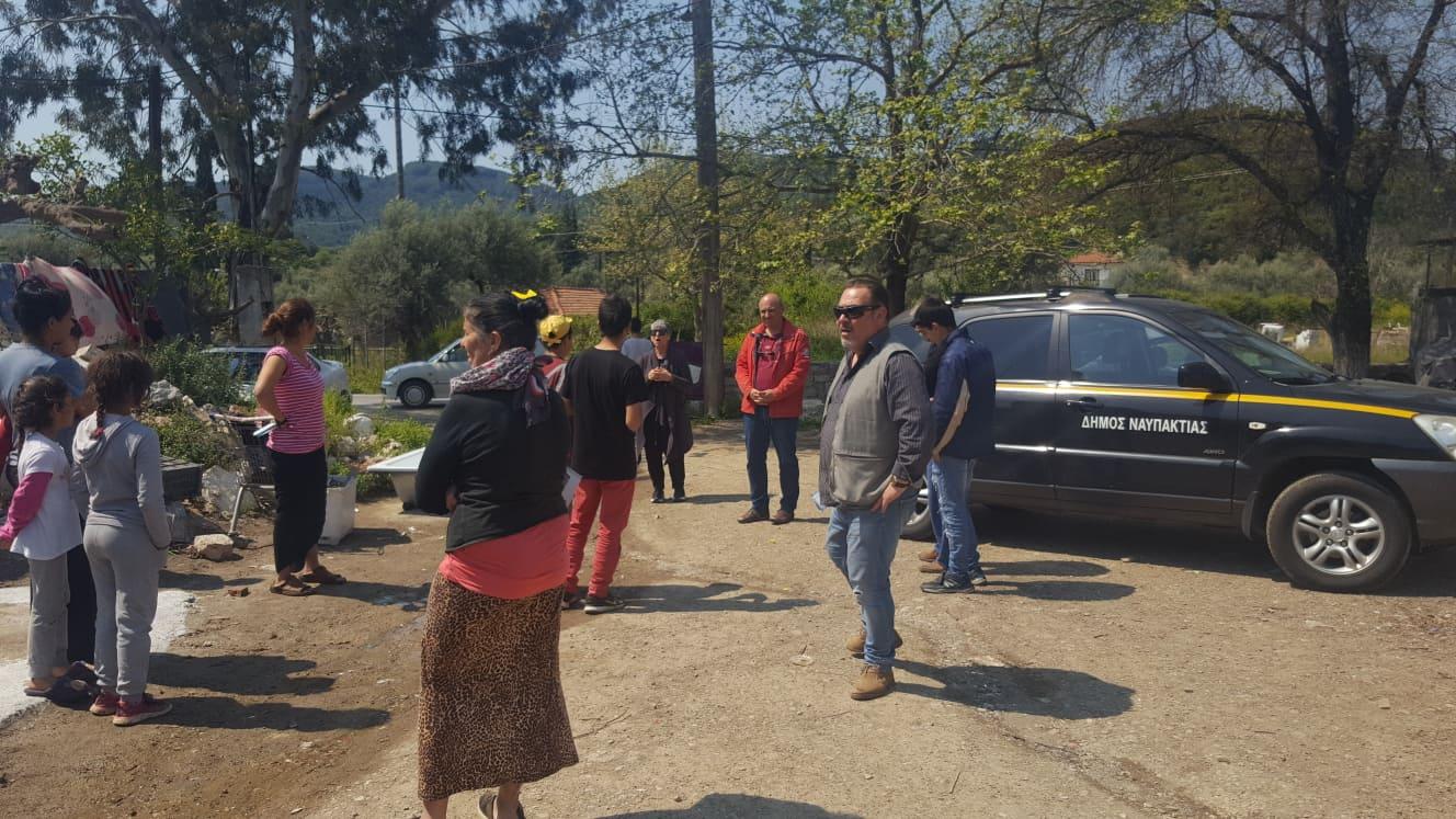Στους οικισμούς των ρομά ο Δήμαρχος Ναυπακτίας και η διευθύντρια του ΚΥ Ναυπάκτου
