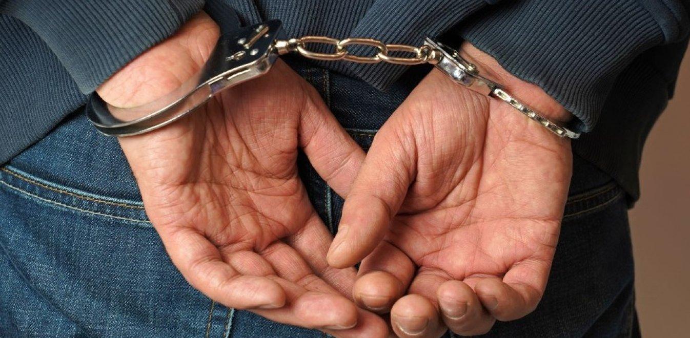 Χειροπέδες σε 33χρονο για απειλή και εξύβριση στο Αγρίνιο