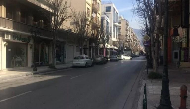 Βόλος: Συνελήφθη 56χρονος που καταδίωκε στους δρόμους τον κορωνοϊό – Στο κεφάλι φορούσε φωτάκια led…