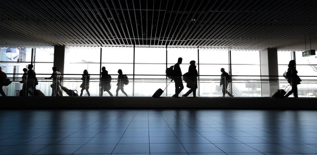 Οι τέσσερις απαράβατοι κανόνες για να πετούν με αεροπλάνο οι τουρίστες