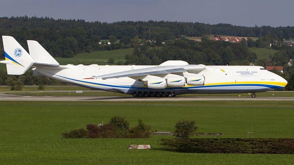 Προσγειώθηκε στην Αθήνα το μεγαλύτερο αεροπλάνο στον κόσμο (video)