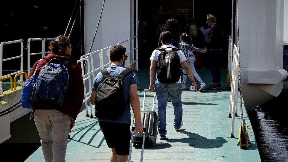 Άρση μέτρων: Σε τρεις φάσεις η απελευθέρωση της μετακίνησης στα νησιά