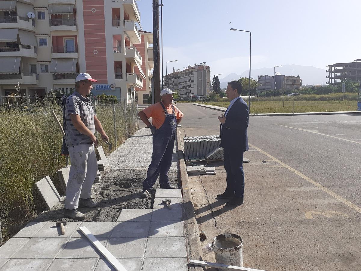 Εργασίες αποκατάστασης πεζοδρομίων στο Αγρίνιο
