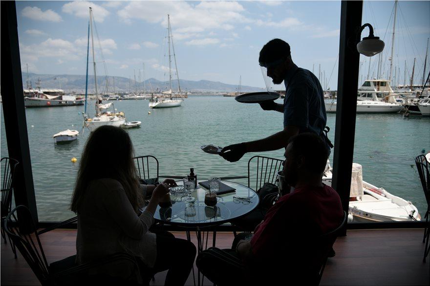 Απίστευτες «κορωνοαπάτες»: Η καφετέρια των 25 τ.μ. με τους… 150 σερβιτόρους και η εταιρεία που «θυμήθηκε» τζίρο 2 εκατ. ευρώ