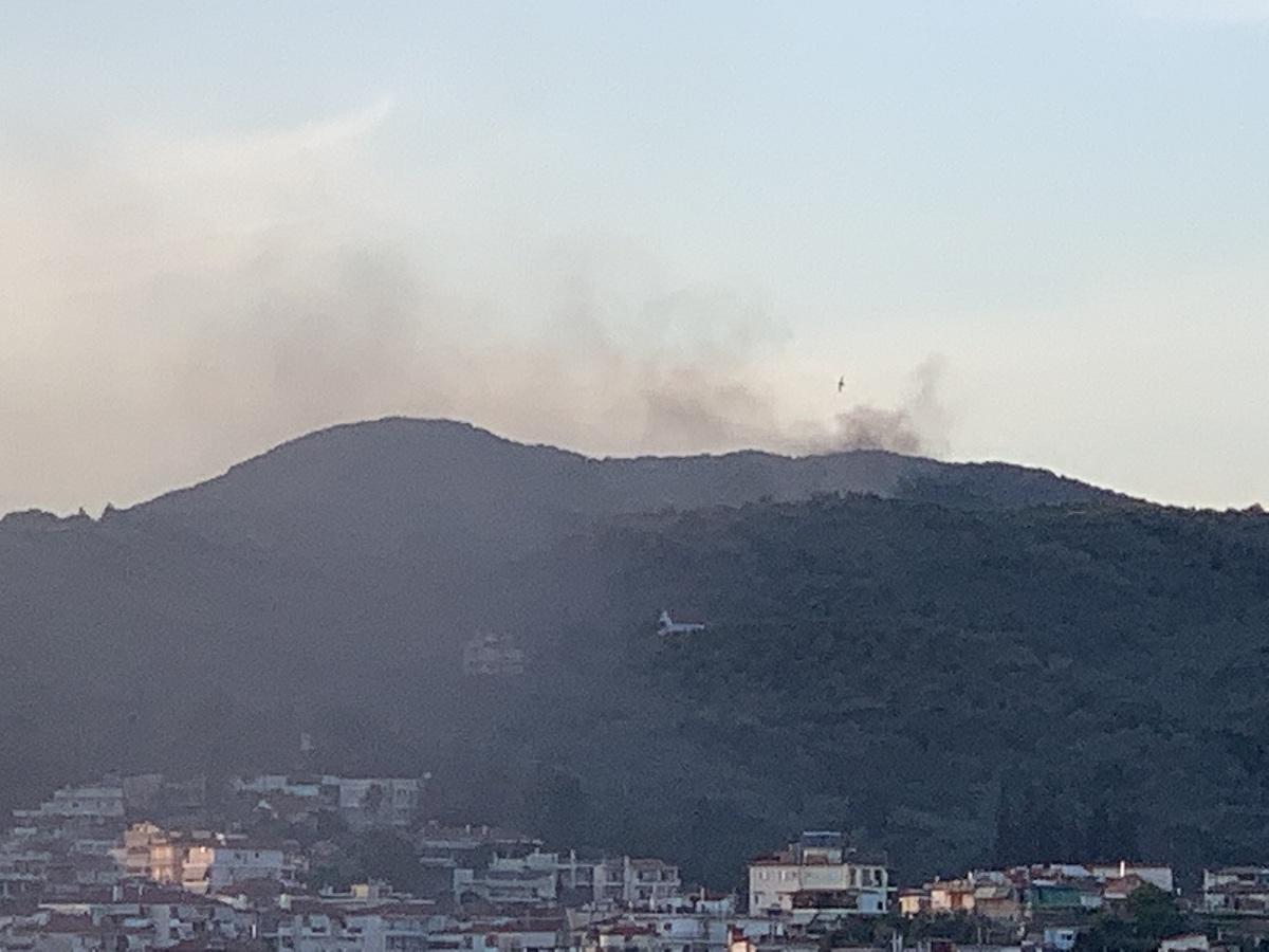 Φωτιά σε λάστιχο από τρακτέρ στους Αγίους Πάντες κινητοποίησε την Πυροσβεστική