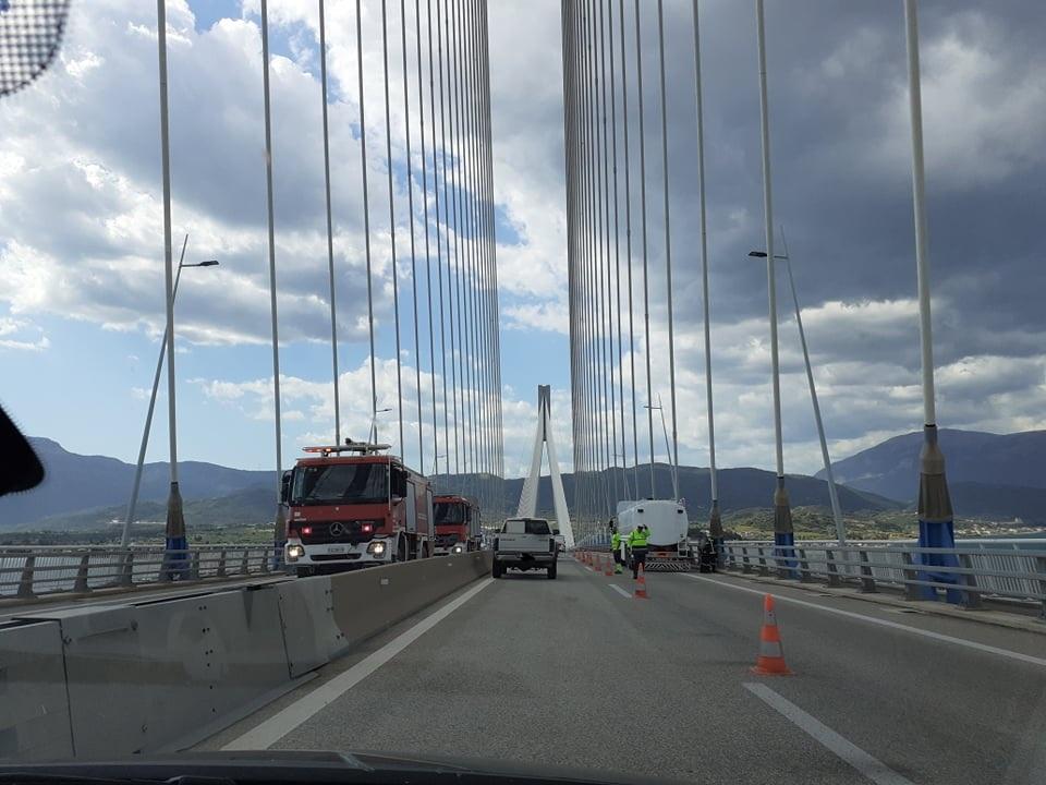 Νταλίκα πήρε φωτιά στη γέφυρα Ρίου-Αντιρρίου