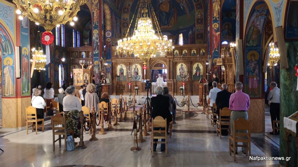 Αγία Παρασκευή Ναυπάκτου: Θεία λειτουργία με κόσμο αντισηπτικά και αποστάσεις (βίντεο)