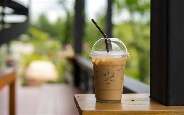 Ερχονται αλλαγές στον take away καφέ: Ο πελάτης θα πηγαίνει με το δικό του ποτήρι, αλλιώς… χαράτσι