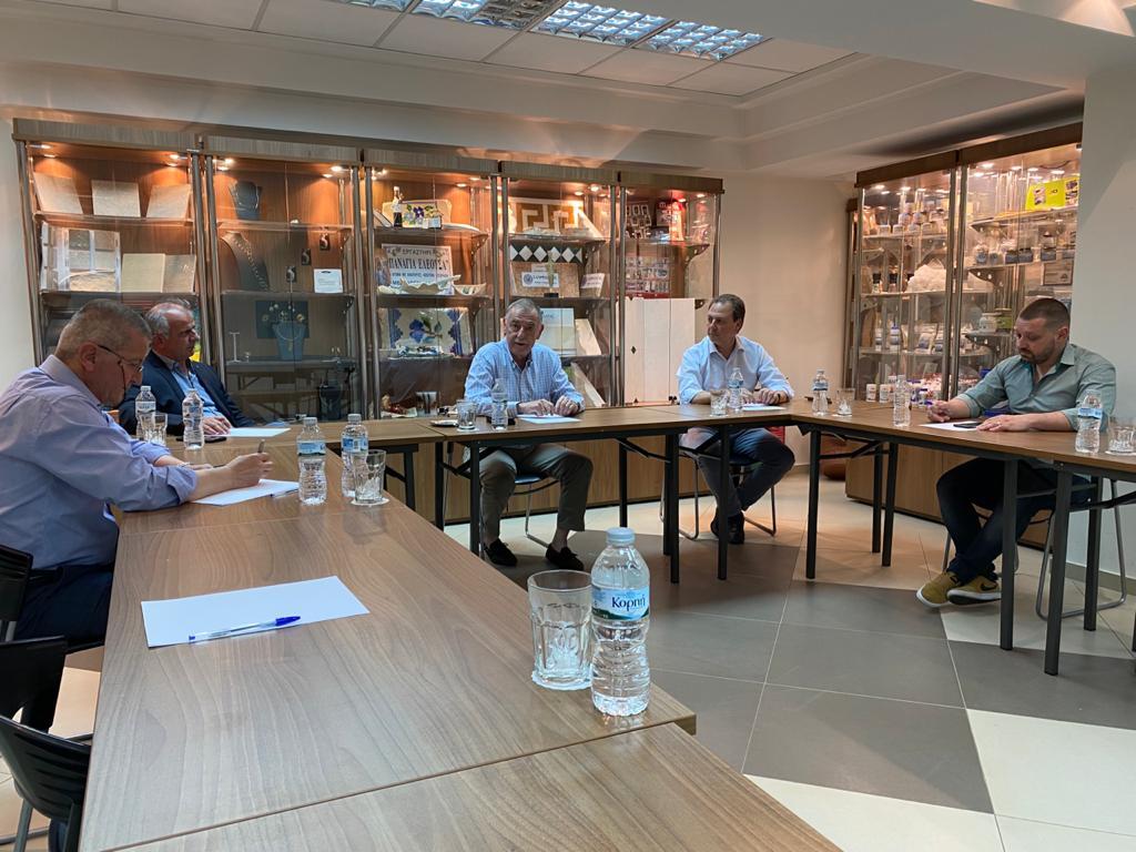 """Σπήλιος Λιβανός με εκπροσώπους της επιχειρηματικότητας στο Αγρίνιο : """"να μετατρέψουμε την κρίση σε ευκαιρία"""""""