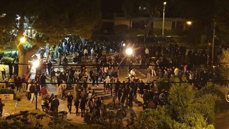 Αθήνα: Επεισόδια στην Αγία Παρασκευή μεταξύ 400 νεαρών και αστυνομίας (βίντεο)