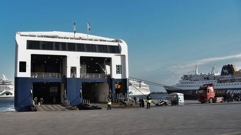 Πώς θα γίνονται οι μετακινήσεις με πλοία και αεροπλάνα -Αναλυτικά οι κανόνες