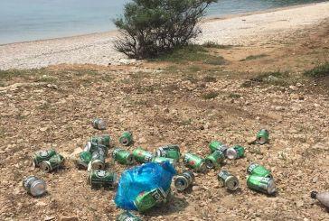 Βαθυαβάλι: γεμάτο κόσμο το σαββατοκύριακο και τώρα… γεμάτο σκουπίδια