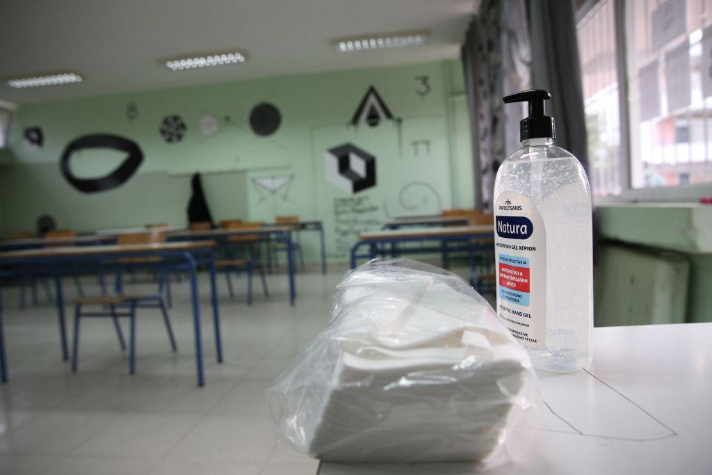 Πέτσας για σχολεία: Προτεραιότητα να ανοίξουν – Εντός της εβδομάδας η απόφαση