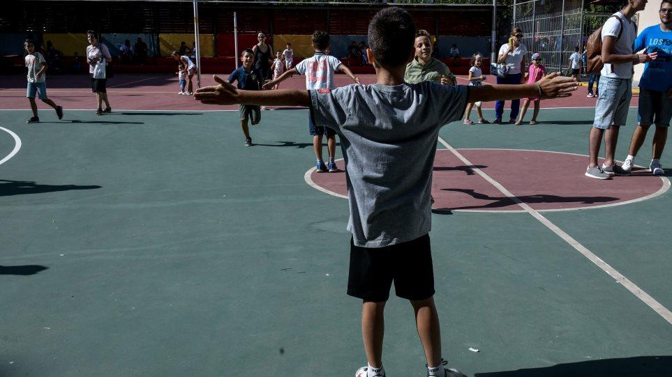 Σχολεία: Νωρίτερα η επιστροφή στα θρανία τον Σεπτέμβριο – Τι ισχύει για την άδεια ειδικού σκοπού