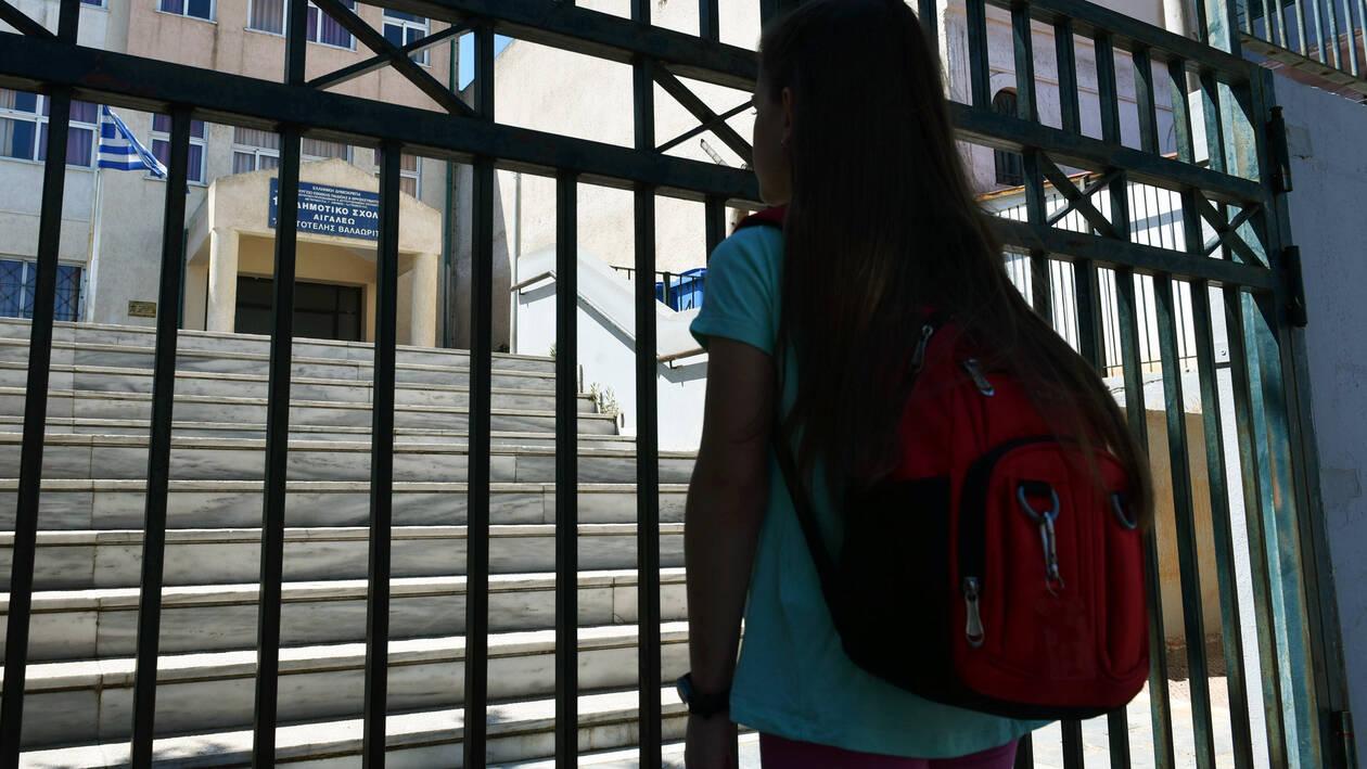 Στις 10 Μαΐου επιστρέφουν στα σχολεία οι μαθητές- Πότε κλείνουν, τι θα γίνει με τις εξετάσεις