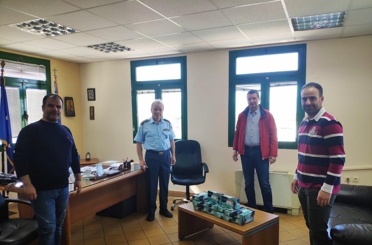 """""""Καλωσόρισμα"""" του νέου Διευθυντή Ακαρνανίας με προσφορά μασκών από τους εκπροσώπους της Διεθνούς Ένωσης Αστυνομικών"""
