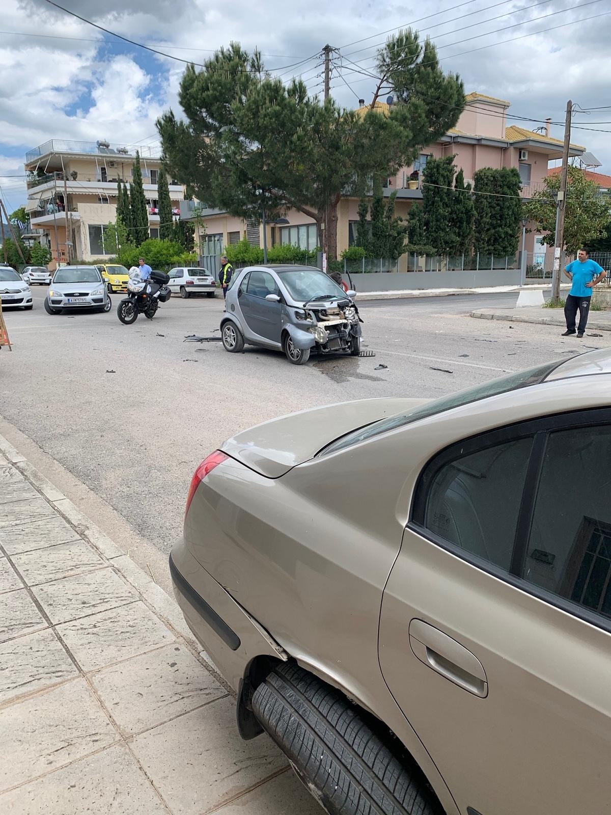 Ζημιές σε πέντε οχήματα από τροχαίο στο Αγρίνιο