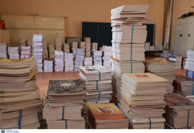 Υπ. Παιδείας σε μαθητές Γυμνασίου και Γενικού Λυκείου: Κρατήστε τα βίβλια σας – Θα χρησιμοποιηθούν και του χρόνου