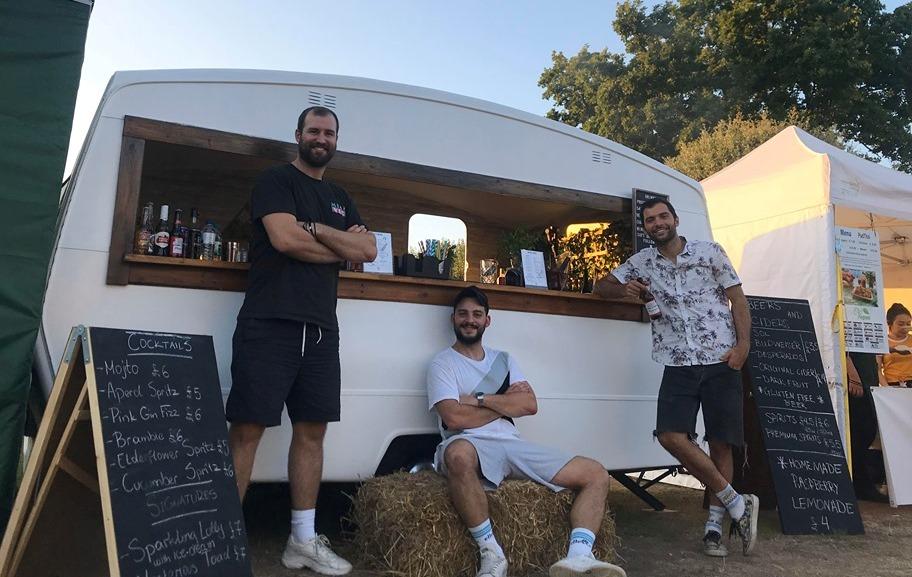 """Caravan Project"" από τρεις Αγρινιώτες  στο Λονδίνο!"