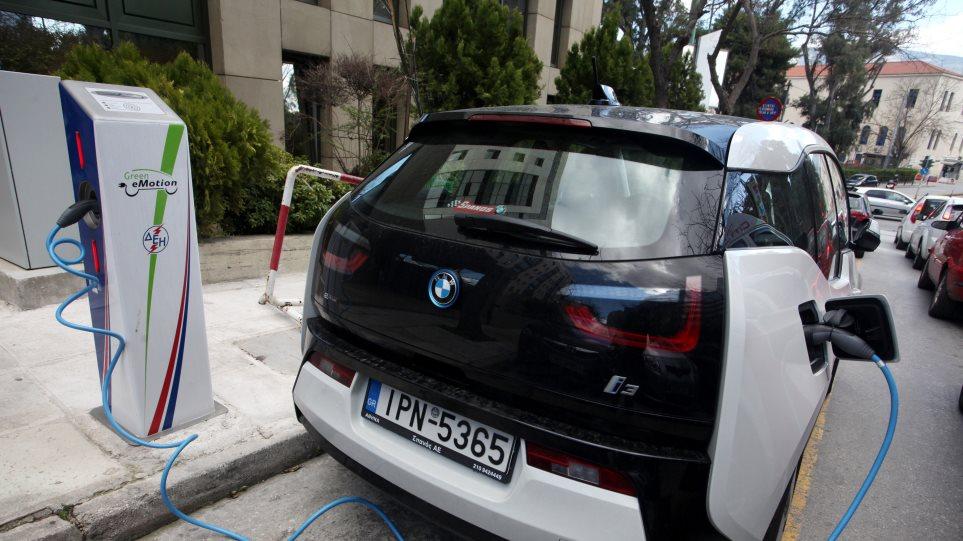 Ηλεκτροκίνηση: Τι αλλάζει στις οικοδομές μετά την υποχρέωση για φορτιστές οχημάτων