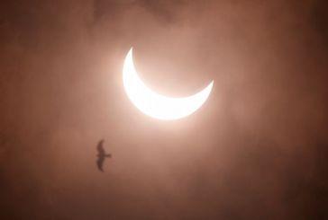 Μοναδικές εικόνες από τη δακτυλιοειδή έκλειψη Ηλίου