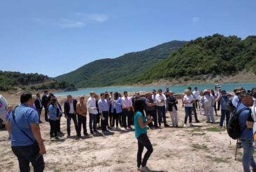 Περιήγηση στη Λίμνη Κρεμαστών: πήγαν όλοι για τη Γέφυρα Μανώλη  (φωτό)