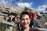 Παιδιά ύψωσαν την ελληνική σημαία πάνω από το Κεφαλόβρυσο Αιτωλικού (φωτο)