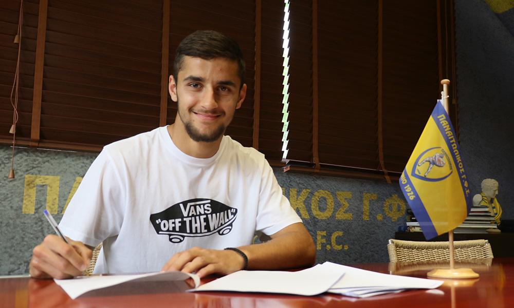 Παναιτωλικός: Υπέγραψε επαγγελματικό συμβόλαιο ο Απόστολος Κωνσταντόπουλος