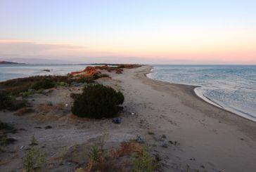 Oι «Φύλακες της Φύσης» σε δράση καθαρισμού της παραλίας Λούρου