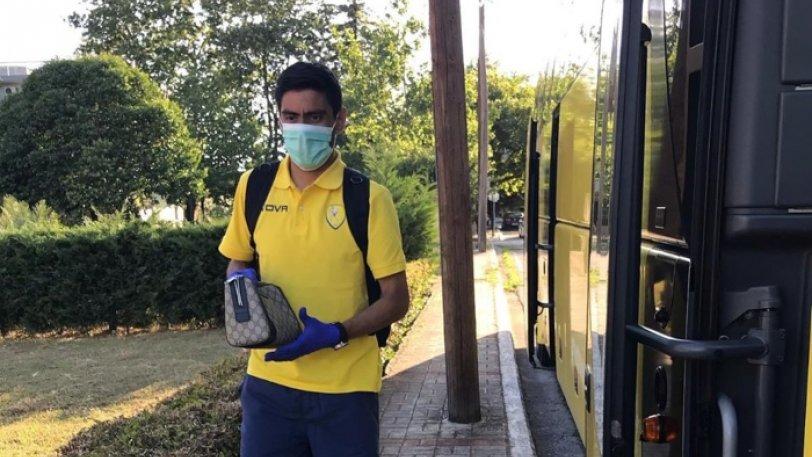 Παναιτωλικός: Με μάσκες η αποβίβαση από το πούλμαν στη Λαμία