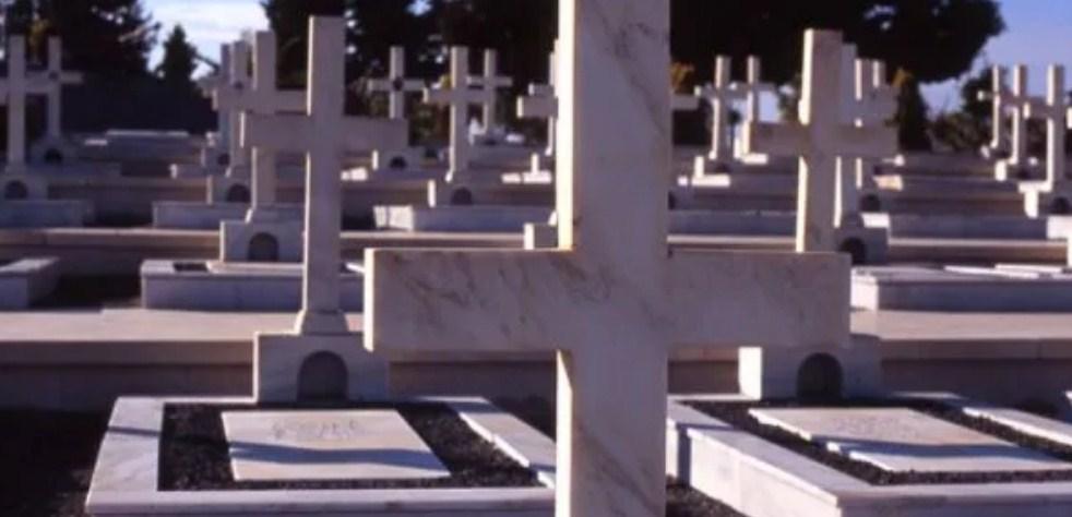 Ρόδος: Τους έπιασαν να καλλιεργούν κάνναβη στο νεκροταφείο και να πίνουν το κρασί για τη Θεία Κοινωνία