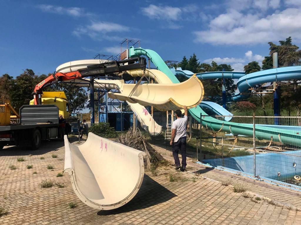 Ναύπακτος: Ξεκίνησαν οι εργασίες απομάκρυνσης των νεροτσουληθρών στην παραλία Βαριάς