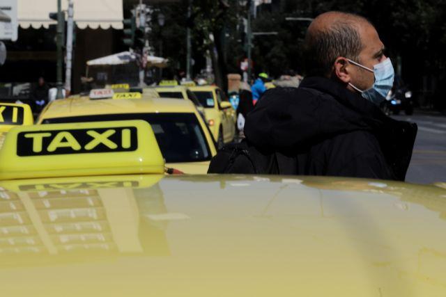 Μειώνεται ο ΦΠΑ στα ταξί στο 13% από 24%