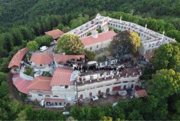 Εικόνες πλήρους καταστροφής από την πυρκαγιά στη Μονή Θεοτόκου Βαρνάκοβας (βίντεο από drone)