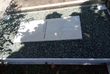 Με πρωτοβουλία της Αδελφότητας Ναυπακτίων η ανακαίνιση- συντήρηση του τάφου του Γιάννη Βλαχογιάννη