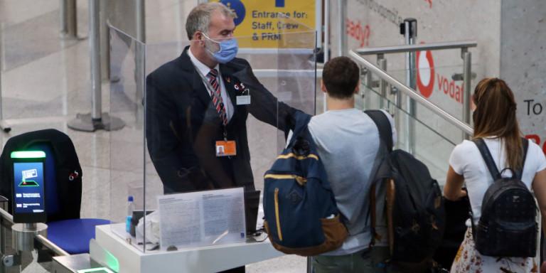 Κορωνοϊός: Καλά τα νέα από τα τεστ στους Βρετανούς τουρίστες -Κανένα κρούσμα σε απευθείας πτήσεις