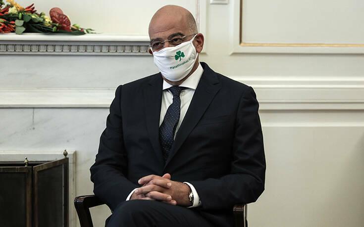 Δένδιας: Αυτός είναι ο λόγος που υποδέχθηκα την Ισπανίδα υπουργό Εξωτερικών με μάσκα Παναθηναϊκού