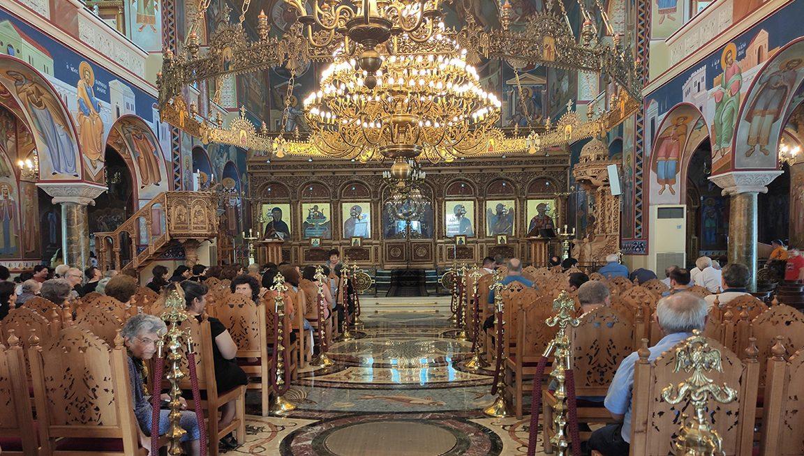 Κορωνοϊός: Παρατείνονται τα περιοριστικά μέτρα σε εκκλησίες και χώρους λατρείας
