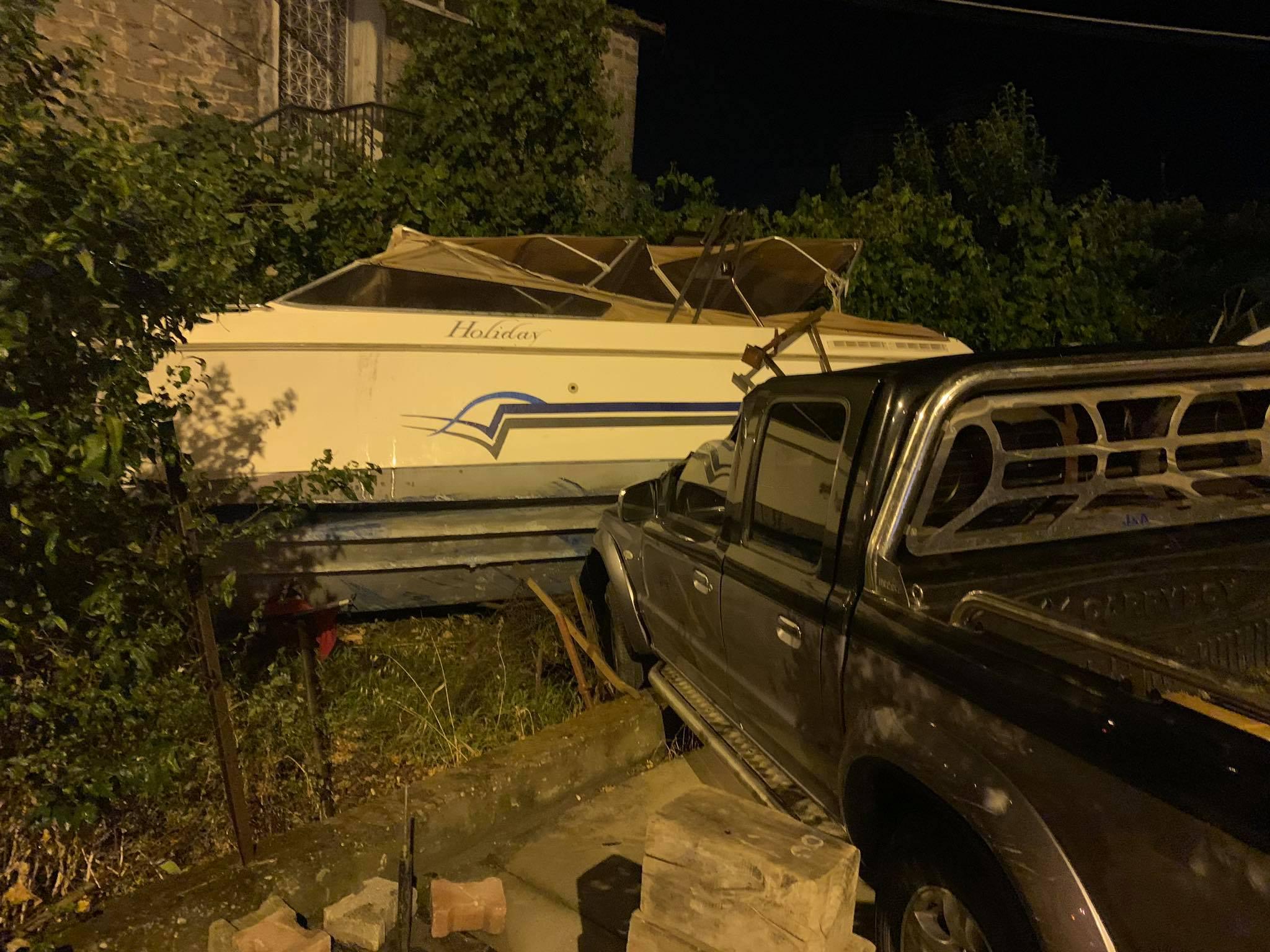 Ένα ακόμη τροχαίο στο Αγρίνιο: εκτροπή αγροτικού και σύγκρουση με… σκάφος
