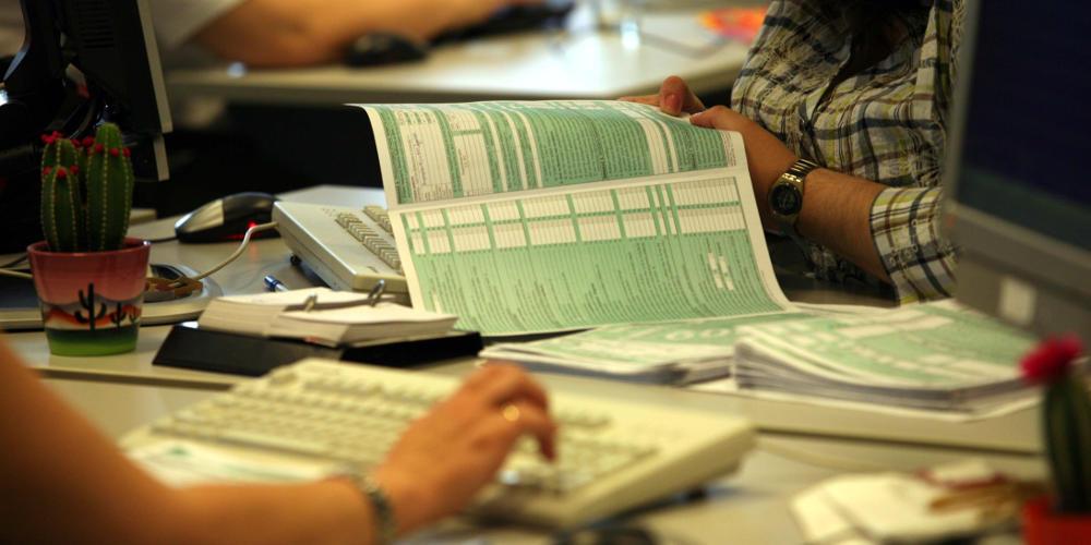 Φοροελαφρύνσεις: Στο 22% ο συντελεστής φορολόγησης – Μειώνεται στο 55% η προκαταβολή φόρου