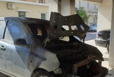 Μεσολόγγι: Κάηκε αυτοκίνητο σε πυλωτή πολυκατοικίας