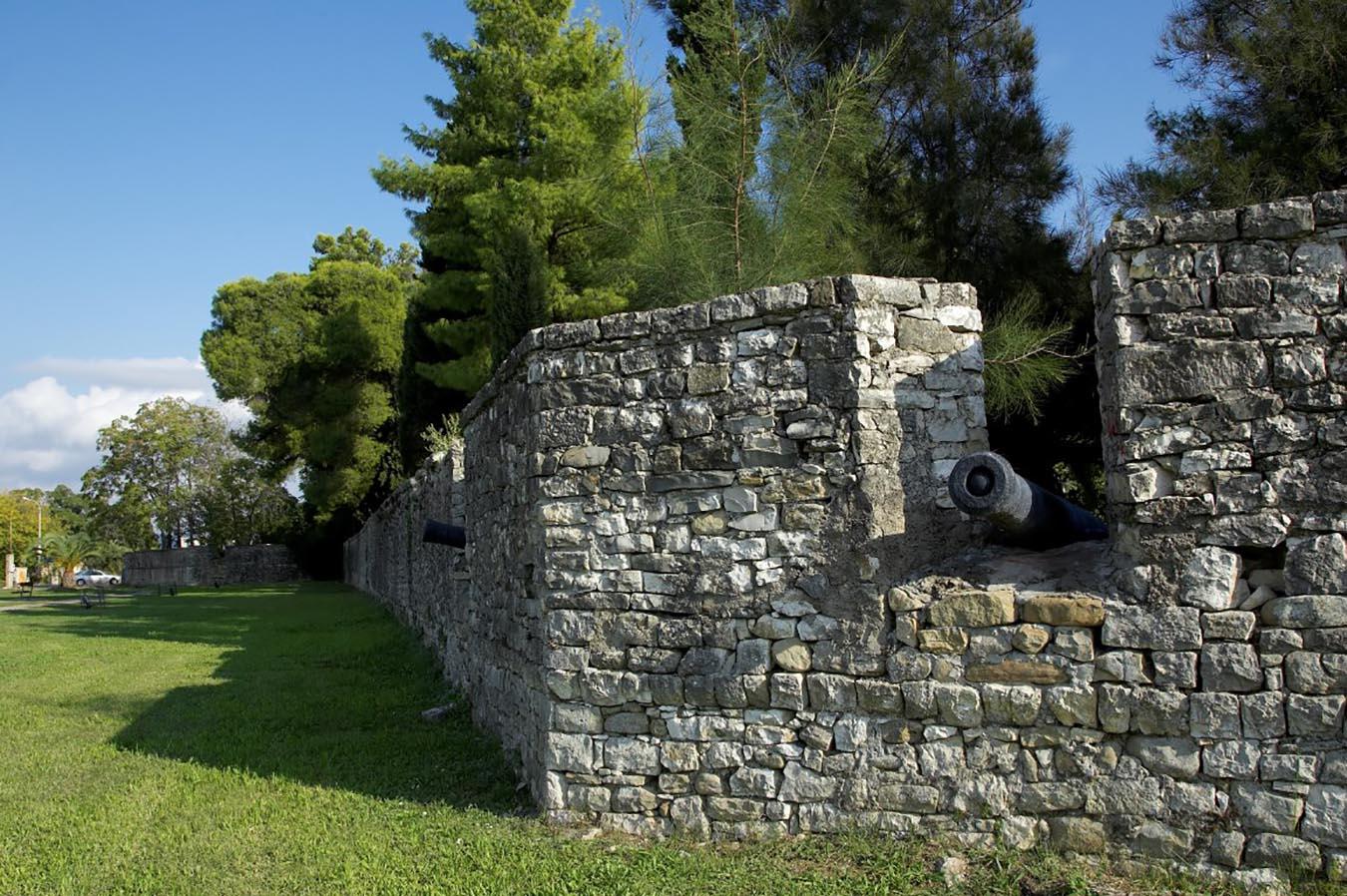Mεσολόγγι: Εγκρίθηκε η μελέτη για το Τείχος του Κήπου των Ηρώων
