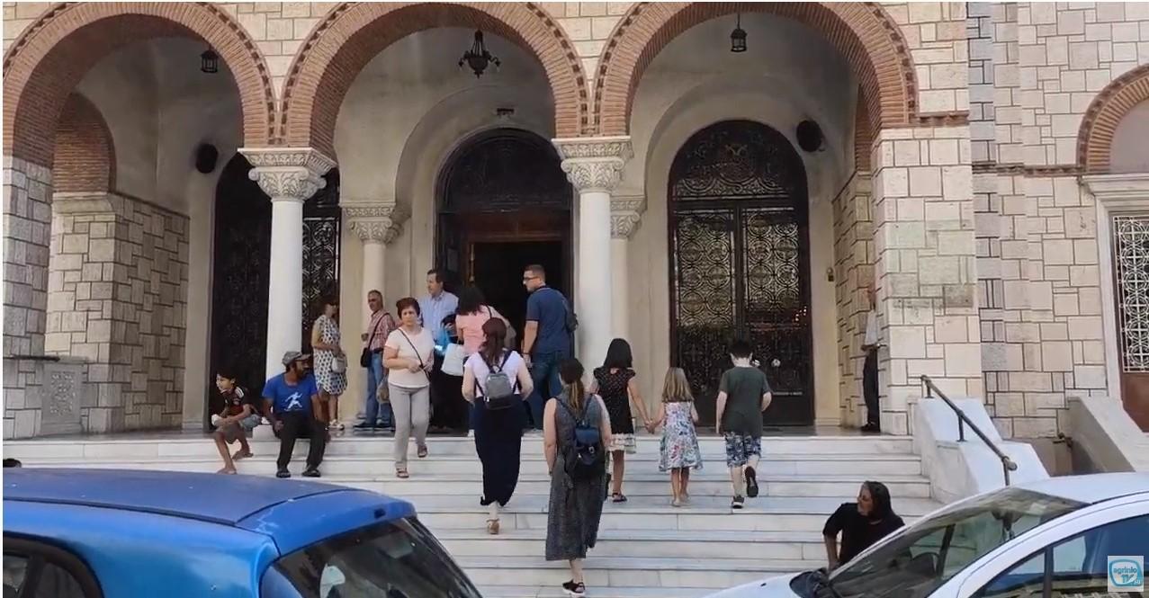 Αγία Σοφία: πένθιμα οι καμπάνες και στο Αγρίνιο-κοσμοσυρροή στη Μητρόπολη (φωτό-βίντεο)