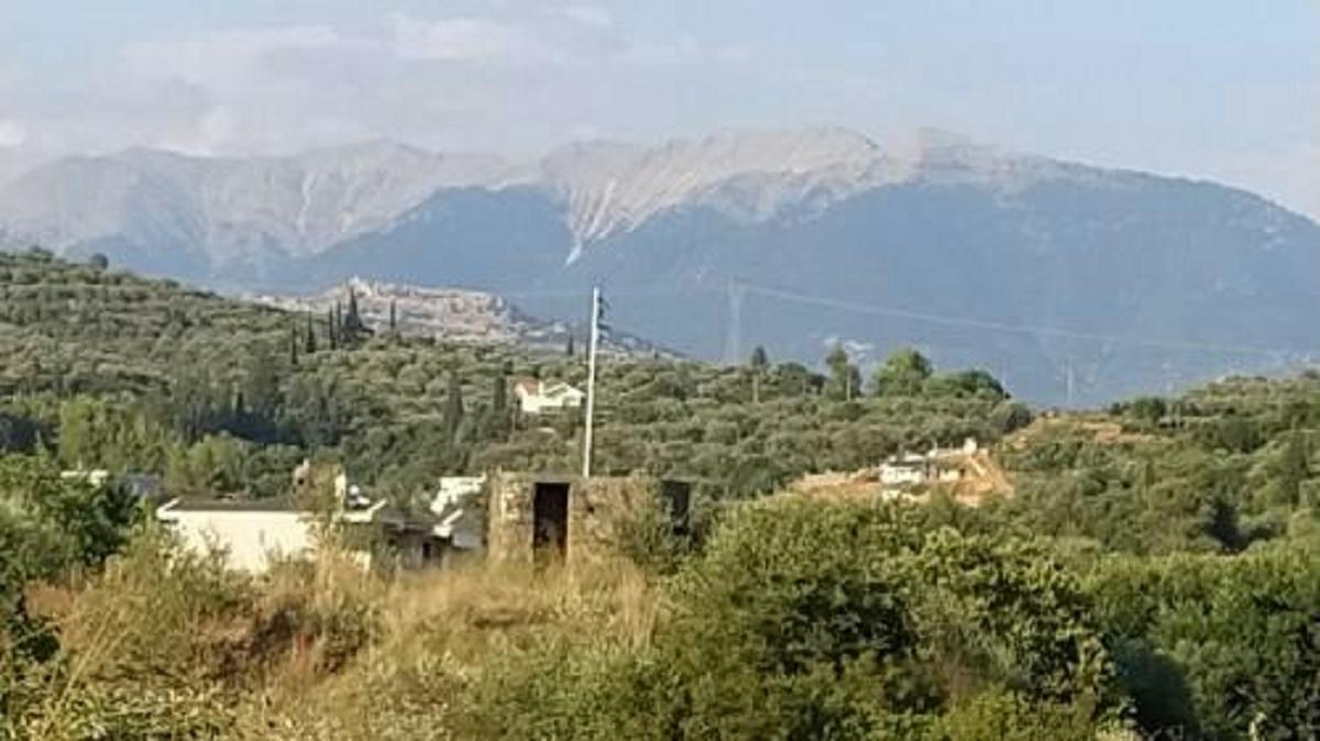 Αγρίνιο: Και πάλι κουρέλι η ελληνική σημαία στο Πολυβολείο
