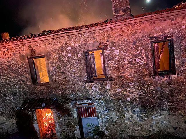 Κάηκε το Αρχοντικό Κατσώτα στη Σταμνά- πιθανός εμπρησμός