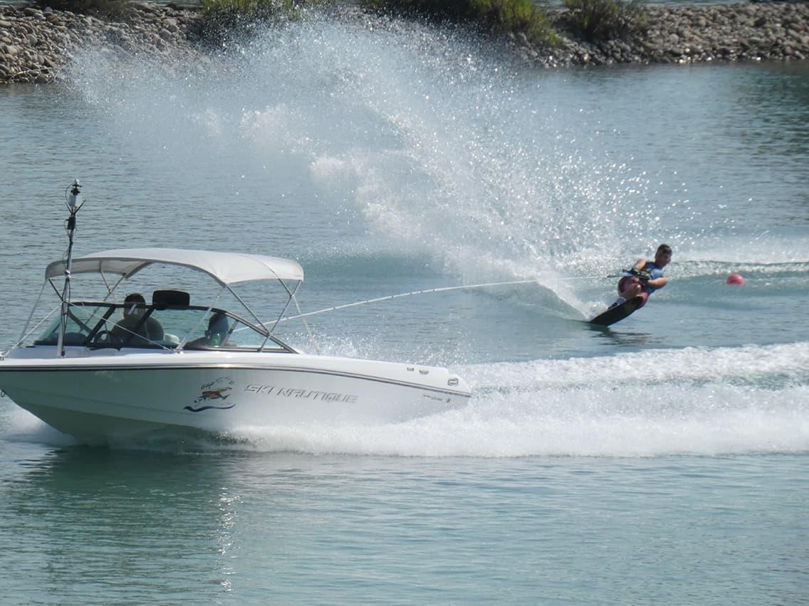 Με πλούσιο θέαμα ξεκίνησαν τα  Πρωταθλήματα Θαλασσίου Σκι στη Λίμνη Στράτου (φωτο-βίντεο)