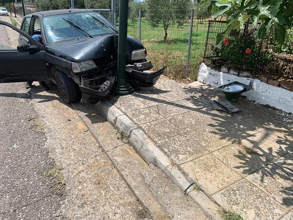 Εκτροπή οχήματος κοντά στα Τριαντέικα