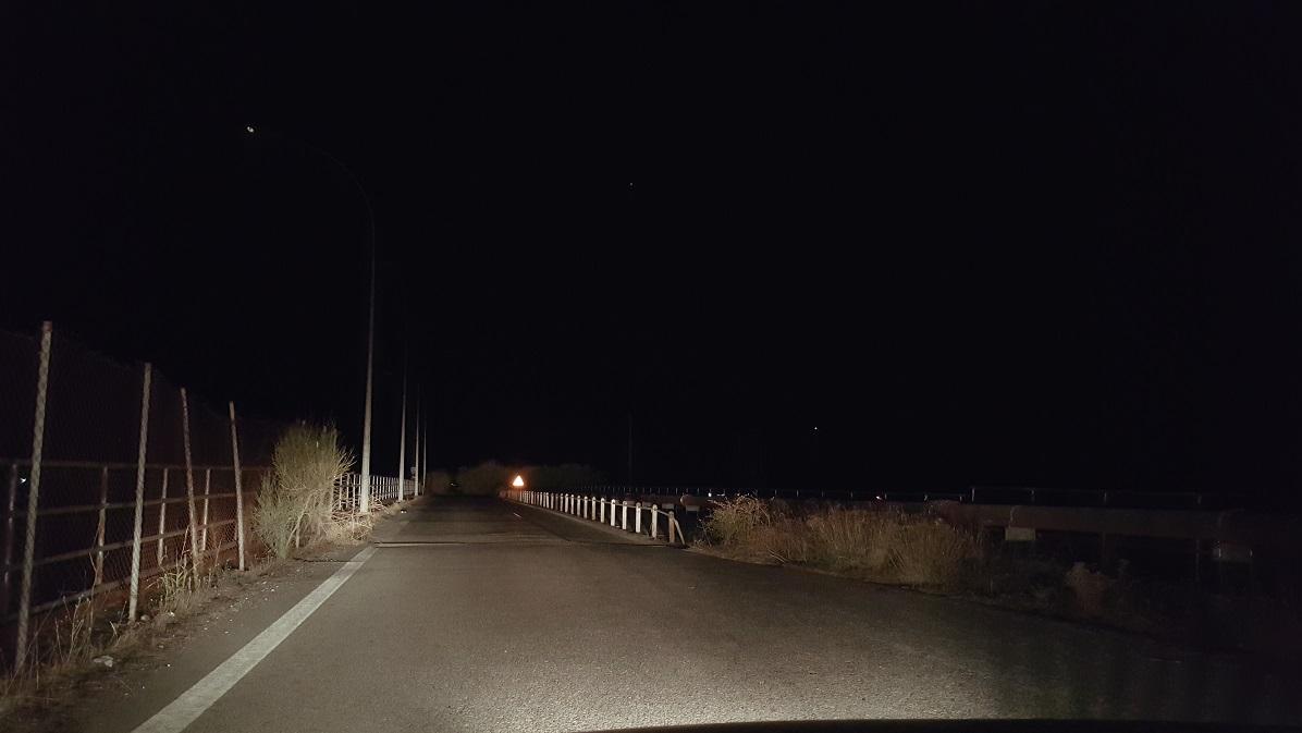 Εδώ και μέρες στα σκοτάδια η γέφυρα της ΔΕΗ στον Άγιο Γεώργιο Καλυβίων