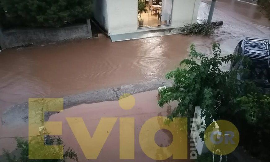 Η «Θάλεια» σάρωσε την Εύβοια: Πληροφορίες για μια νεκρή, πλημμύρες και καταστροφές